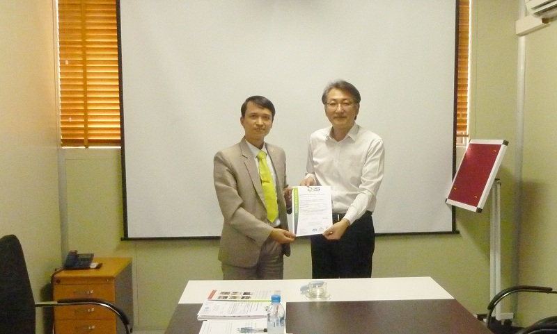 mirae eic dat chung chi iso 14001 Công ty TNHH Mirae Eic Việt Nam đón nhận chứng chỉ ISO 14001
